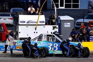 Todd Gilliland, Front Row Motorsports, Ford F-150 pneumatech pit stop