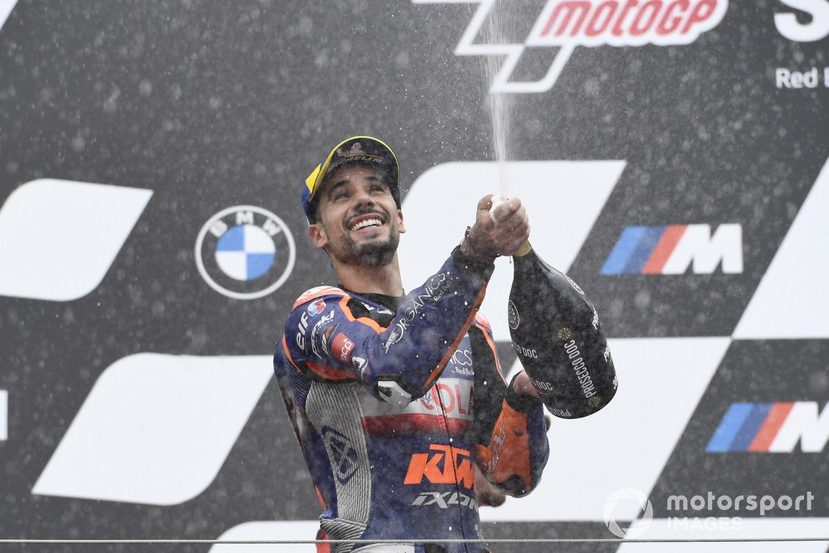 Podio: ganador de la carrera Miguel Oliveira, Red Bull KTM Tech 3