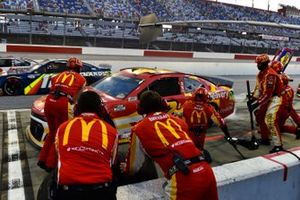 Matt Kenseth, Chip Ganassi Racing, Chevrolet Camaro McDelivery pit stop