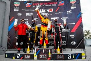 Podium: Racewinnaar Tom Coronel, Comtoyou DHL Team Audi Sport Audi RS3 LMS, second place Gilles Magnus, Comtoyou Racing Audi RS3 LMS, third place Esteban Guerrieri, ALL-INKL.COM Münnich Motorsport Honda Civic TCR