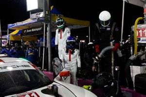 #911 Porsche GT Team Porsche 911 RSR - 19, GTLM: Nick Tandy, Fred Makowiecki, pit stop