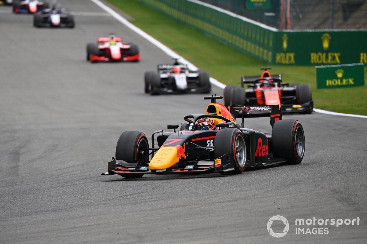 Yuki Tsunoda, Carlin, precede Nobuharu Matsushita, MP Motorsport