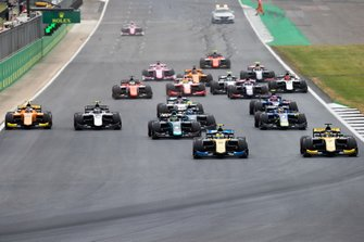 Luca Ghiotto, UNI Virtuosi Racing leads Guanyu Zhou, UNI Virtuosi Racing from the start of the FIA Formula 2 race