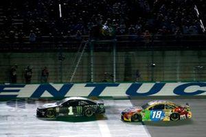 Race Winner Kurt Busch, Chip Ganassi Racing, Chevrolet Camaro Monster Energy, Kyle Busch, Joe Gibbs Racing, Toyota Camry M&M's
