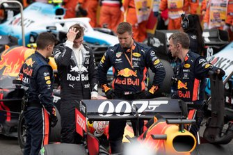 Max Verstappen, Red Bull Racing, on the grid with his mechanics