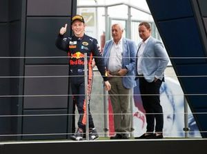 Liam Lawson, MP Motorsport en el podio
