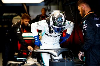 Valtteri Bottas, Mercedes AMG F1, settles into his seat