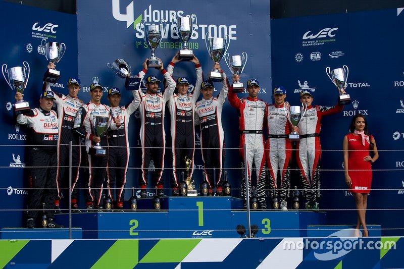 Подиум в LMP1: победители Майк Конвей, Камуи Кобаяши и Хосе Мария Лопе, второе место – Себастьен Буэми, Казуки Накаджима и Брендон Хартли, Toyota Gazoo Racing, третье место – Натанаэль Бертон, Пипо Дерани и Лоик Дюваль, Rebellion Racing