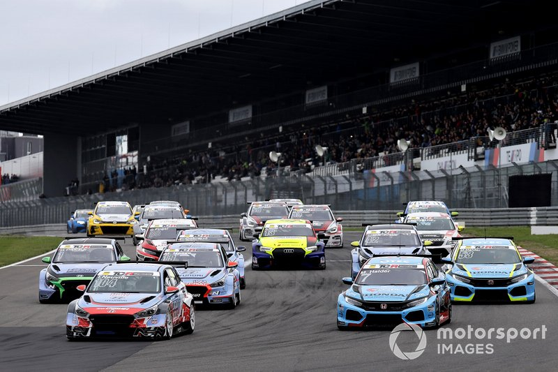 Start action, Thierry Neuville, Engstler Motorsport Hyundai i30 N TCR leads