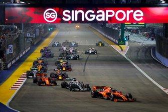 Charles Leclerc, Ferrari SF90 leads Lewis Hamilton, Mercedes AMG F1 W10, Sebastian Vettel, Ferrari SF90, Valtteri Bottas, Mercedes AMG W10 and Max Verstappen, Red Bull Racing RB15 at the start of the race