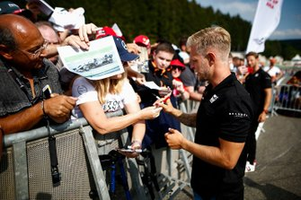 Kevin Magnussen, Haas F1, signs autographs for fans