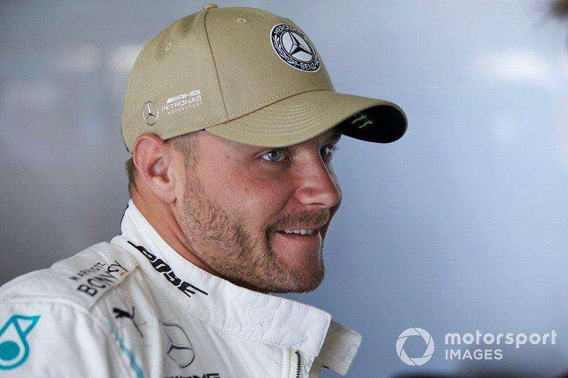 Valtteri Bottas, Mercedes AMG F1, nel garage