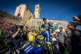 Valentino Rossi, Yamaha Factory Racing greets the crowd