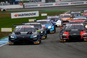 Даниэль Хункаделья, R-Motorsport, Aston Martin Vantage AMR, и Джонатан Абердин, Audi Sport Team WRT, Audi RS5 DTM