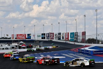 William Byron, Hendrick Motorsports, Chevrolet Camaro UniFirst ;leads