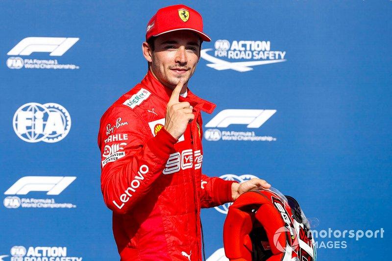 Ganador de la pole Charles Leclerc, Ferrari, celebra