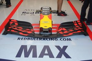 Max Verstappen, Red Bull Racing RB15 front wing detail