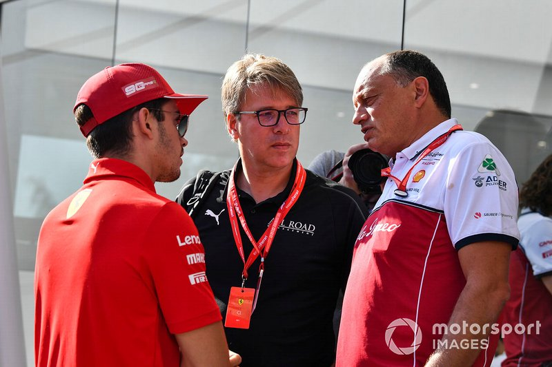 Charles Leclerc, Ferrari, e Frederic Vasseur, Team Principal, Alfa Romeo Racing