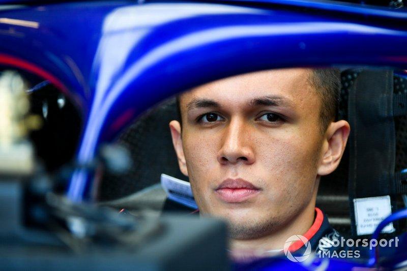 Desempenho de Alex Albon na Red Bull – A grande novidade das férias de verão foi a substituição do companheiro de equipe de Verstappen. Alex Albon fará sua primeira aparição como piloto da equipe oficial da marca de energéticos.