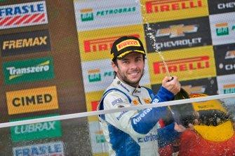 Ricardo Maurício comemora vitória na Corrida do Milhão