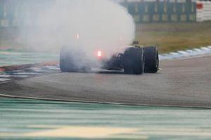 Smoke coming out the back of Daniel Ricciardo, Renault F1 Team R.S.19