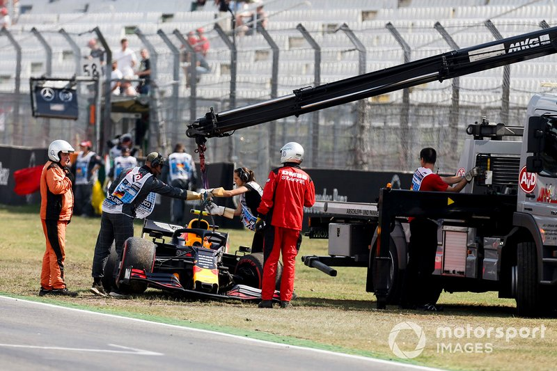 Car of Pierre Gasly, Red Bull Racing RB15 being recovered by marshals after a crash
