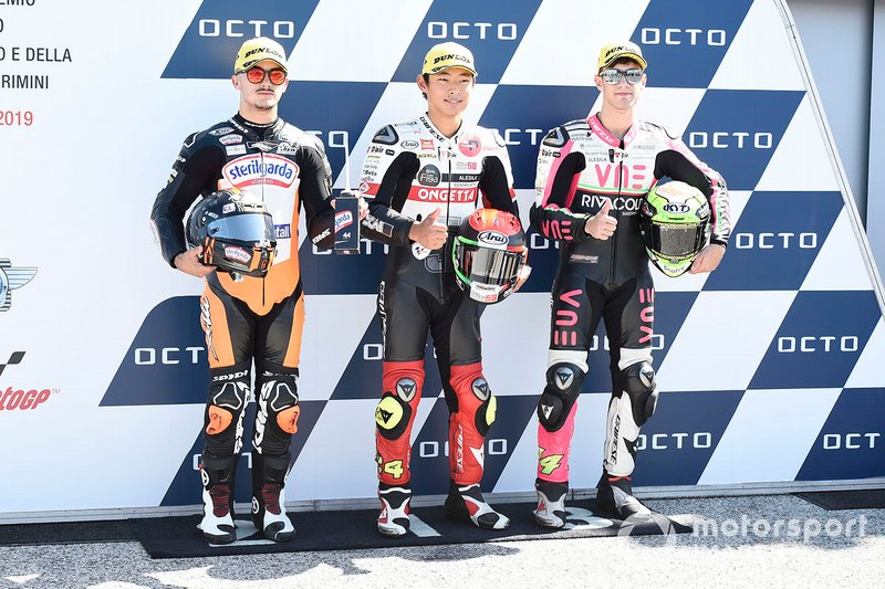 Pole sitter Tatsuki Suzuki, SIC58 Squadra Corse, secondo classificato Aron Canet, Max Racing Team, terzo classificato Tony Arbolino, Team O