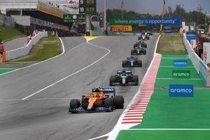 Lando Norris, McLaren MCL35M, Lance Stroll, Aston Martin AMR21, e Fernando Alonso, Alpine A521
