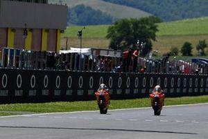 Remy Gardner, Red Bull KTM Ajo chequered flag