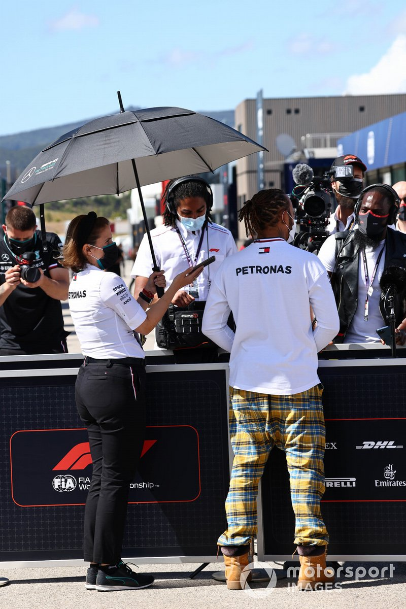 Lewis Hamilton, Mercedes, habla con los medios