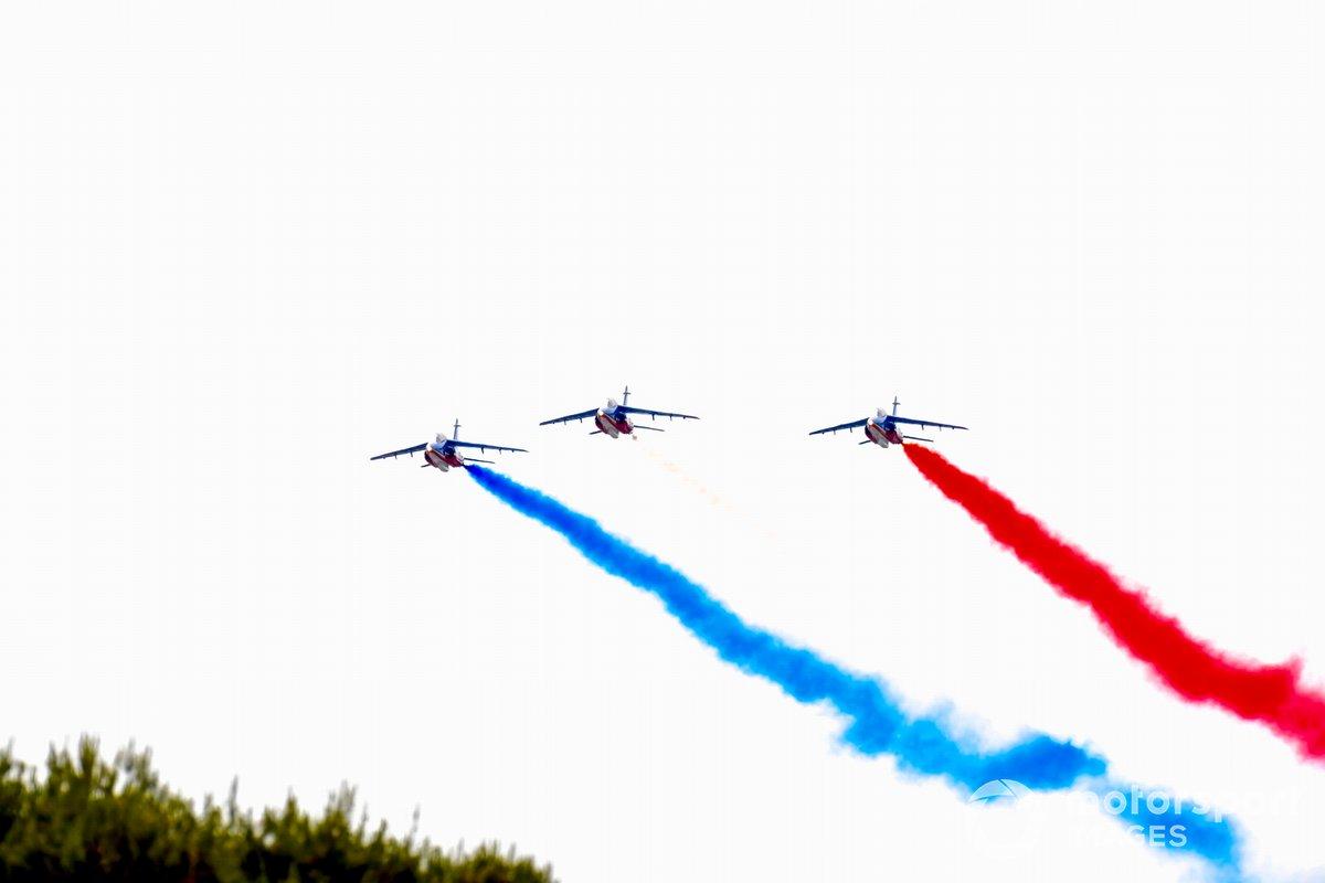 Aviones jets Alpha del equipo de exhibición Armee de l'Air et Espace La Patrouille de France