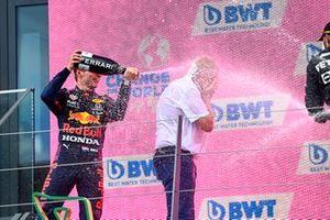 Max Verstappen, Red Bull Racing, Helmut Marko, Consultant, Red Bull Racing