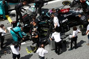 Lewis Hamilton, Mercedes, on the grid with his team
