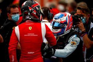 Arthur Leclerc, Prema Racing, 1ª posición, y Victor Martins, MP Motorsport, 3ª posición, celebran en Parc Ferme