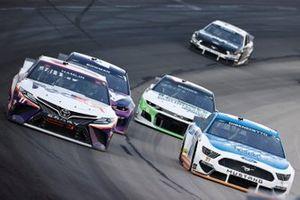 Denny Hamlin, Joe Gibbs Racing, Toyota Camry FedEx Office, Matt DiBenedetto, Wood Brothers Racing, Ford Mustang Quick Lane Tire & Auto Center