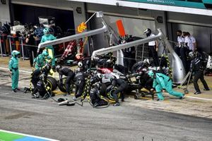 Lewis Hamilton, Mercedes W12 pitstop