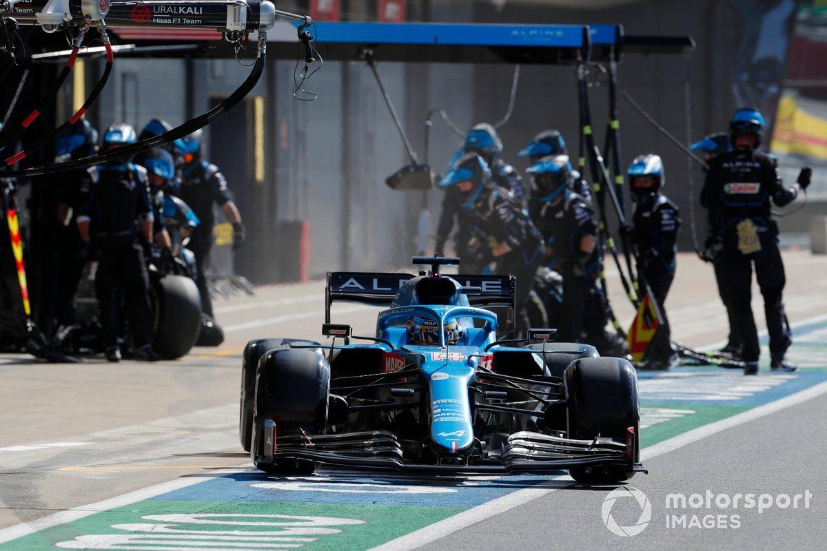 Fernando Alonso, Alpine A521, lascia i pit box