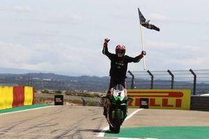 Jonathan Rea, Kawasaki Racing Team WorldSBK, célèbre sa 100ᵉ victoire en WorldSBK
