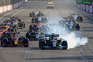 Lewis Hamilton, Mercedes W12 at the restart