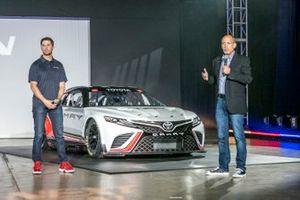 Denny Hamlin et J. David Wilson, PDG de Toyota Racing Development USA