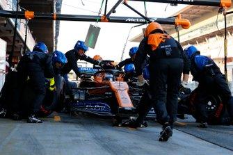 Carlos Sainz Jr., McLaren MCL34 pitstop