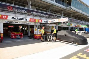 DJR Team Penske garajı