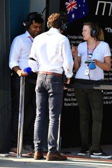 Karun Chandhok, Sky TV, Pierre Guyonnet-Duperat, délégué médias adjoint Formule 1 à la FIA