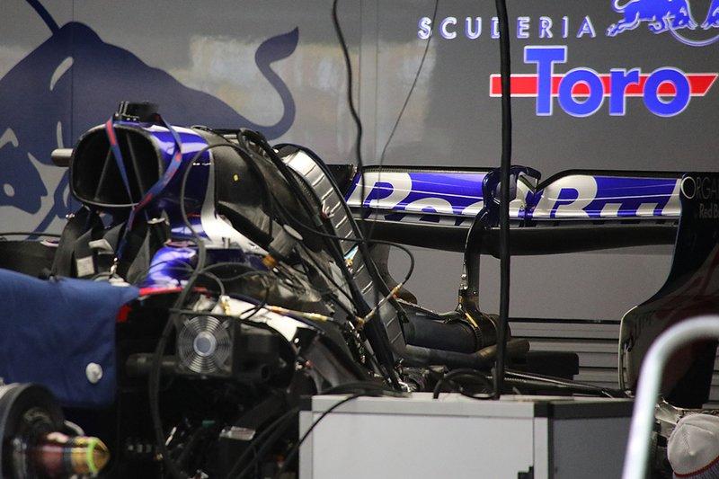 Detalle del motor del Toro Rosso STR14