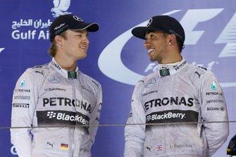 Podio: Segundo lugar Nico Rosberg, Mercedes AMG, y ganador de la carrera Lewis Hamilton, Mercedes AMG