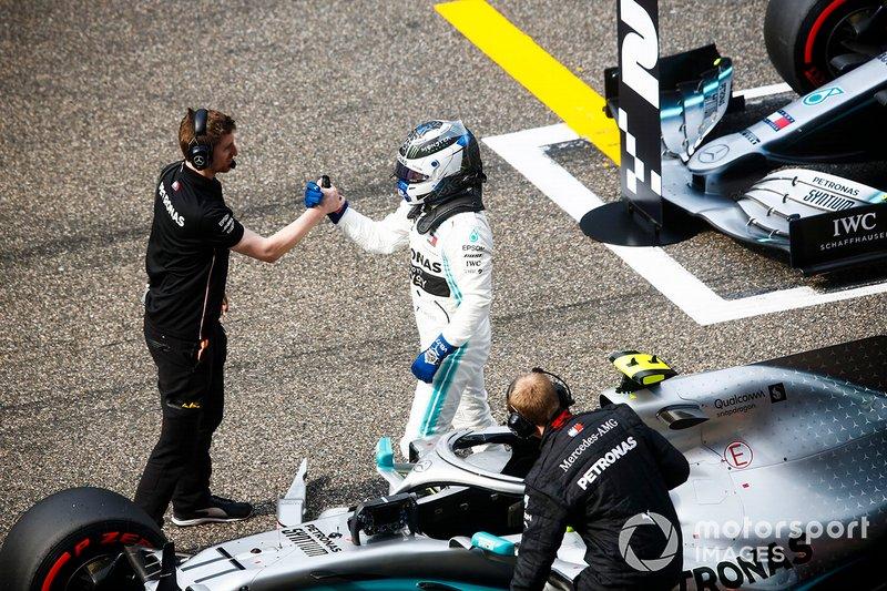 Pole man Valtteri Bottas, Mercedes AMG F1, celebrates with mechanics on the grid