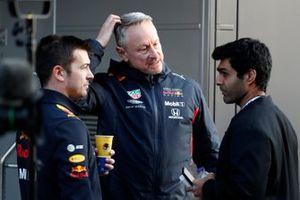 Jonathan Wheatley, Red Bull Racing Team Manager talks with Karun Chandhok, Sky TV