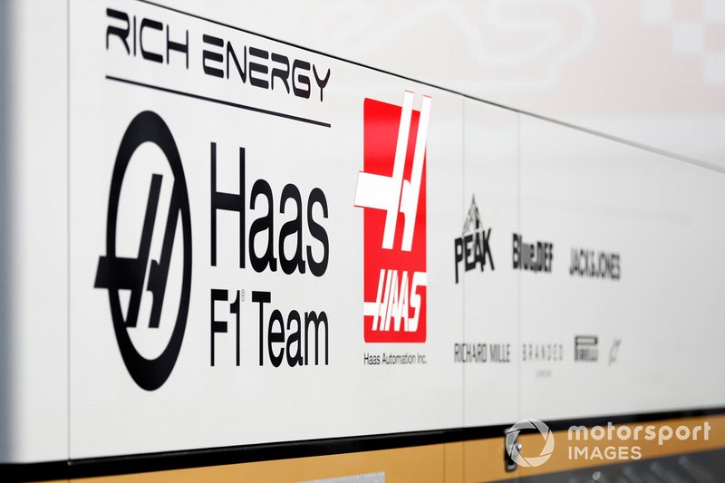 Camions et logos Haas F1