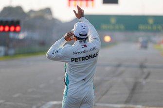 Pole Sitter celebrates Lewis Hamilton, Mercedes AMG F1 in Parc Ferme