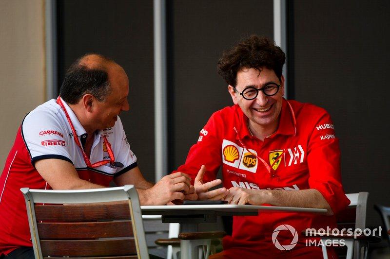 Frederic Vasseur, Director del equipo, Alfa Romeo Racing y Mattia Binotto, Director del equipo Ferrari